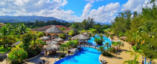 Ensenada Beach y Resort, Tela